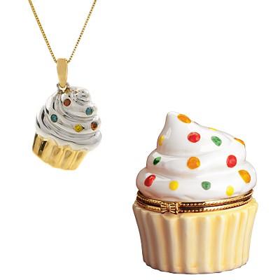 http://www.momdot.com/wp-content/uploads/2008/09/cupcake-necklace.jpg