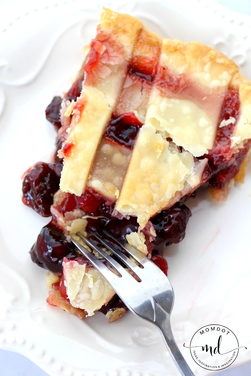 Classic Cherry Pie Recipe : Easy, Warm and Delicious Cherry pie perfect for the holiday season and beyond