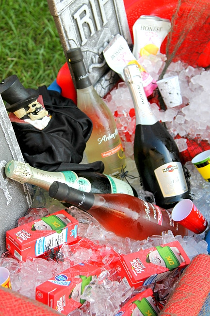 Halloween Party Drinking Station with a Wagon Tutorial | Halloween Party | Drinking Station Fun