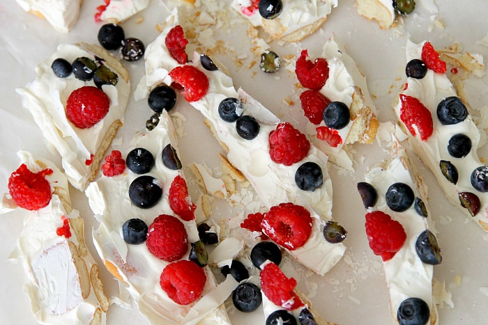 Berry Bark with Fresh Fruit and White Chocolate, easy 5 minute recipe