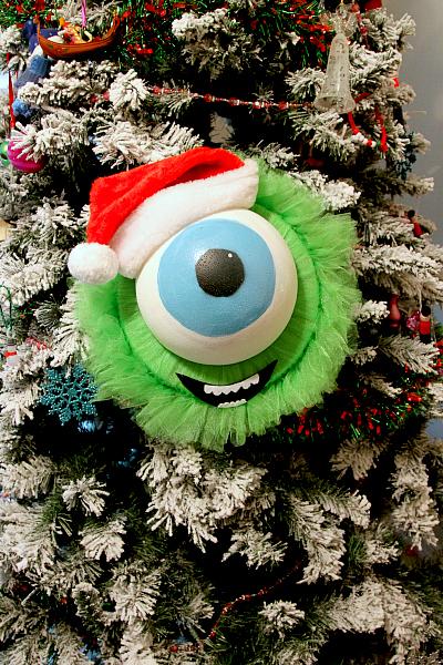 mike wazowski holiday wreath tutorial