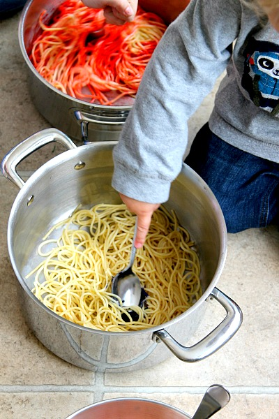 DIY Colored Spaghetti - More than food, its fun playtime for kid activities! Perfect for any age, picture tutorial by www.momdot.comi