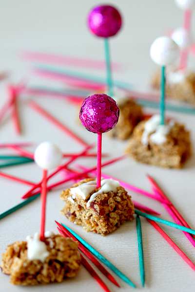 Quick and Easy cupcake toppers or appetizer decor, DIY from www.momdot.com