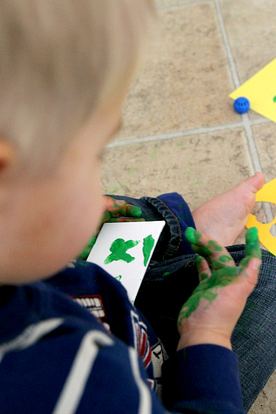 St. Patricks Day Crafting: 4 leaf clover magnets with kids