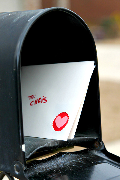 Create a DIY Envelope with an Adorable cut out #ValentinesDay See more at www.momdot.com