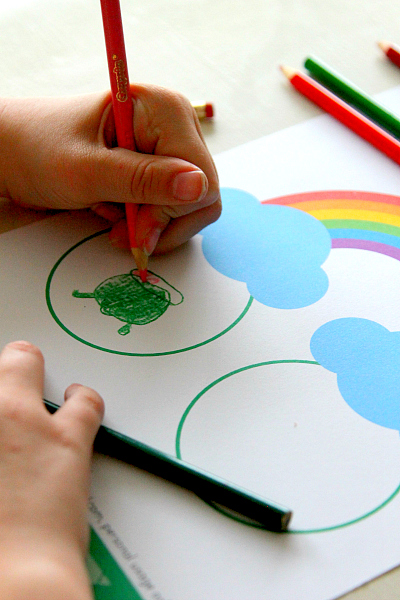 St. Patricks Day Free Printables, Easy Under the Rainbow worksheets from www.momdot.com