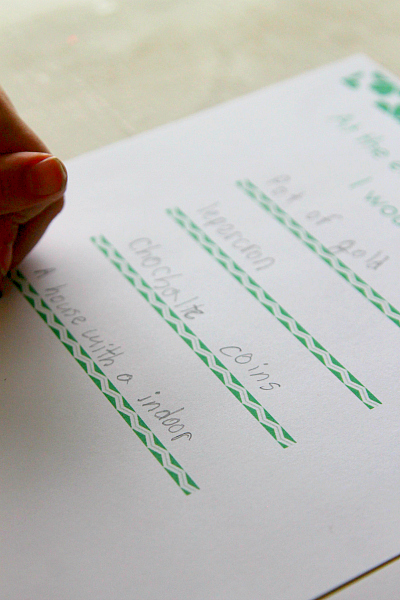 St. Patricks Day Printables, Easy Under the Rainbow worksheets from www.momdot.com
