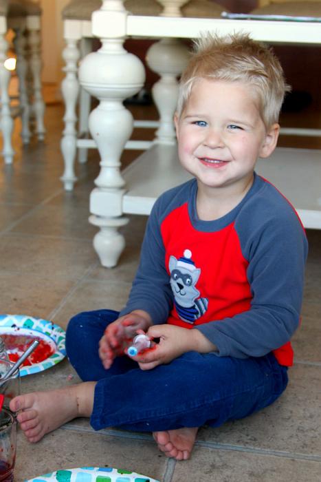 Colored Baking Soda Plates: Kids Activity