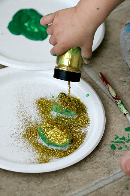 St Patricks Day Kid Crafting, www.momdot.com