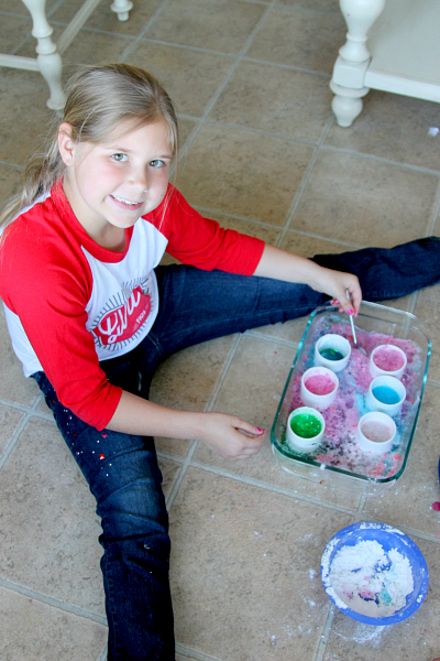 Baking Soda Kitchen Activity for Kids, www.momdot.com