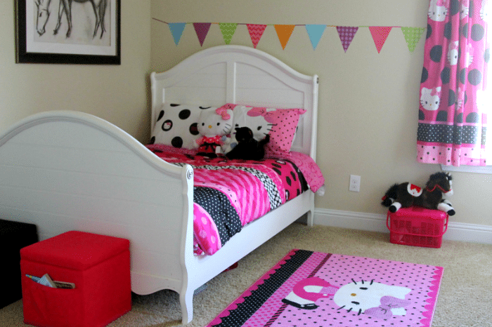 Hello kitty room makeover and decor - Decoration hello kitty chambre bebe ...