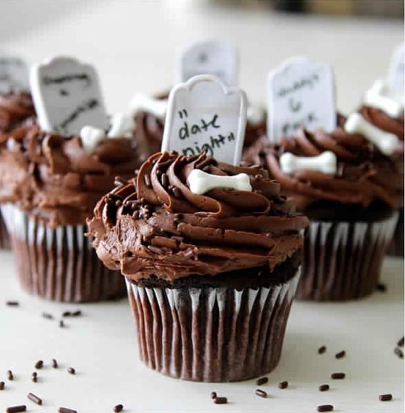 Graveyard cupcakes! Halloween inspiration