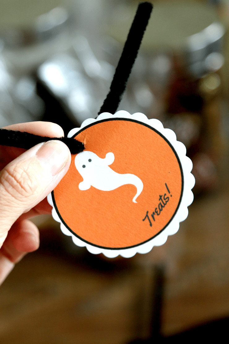Doggie Bag Tags for Trick or Treating, Dont leave the dogs without a treat! Have doggie bags ready to go for Halloween night.