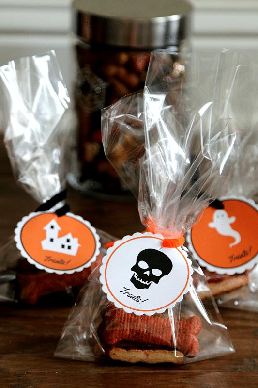 Free Halloween Printable: Doggie Bag Tags