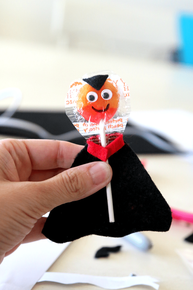 DIY Vampire Suckers and Monster Suckers for Halloween, Create a fun way to pass out candy! Classroom treats