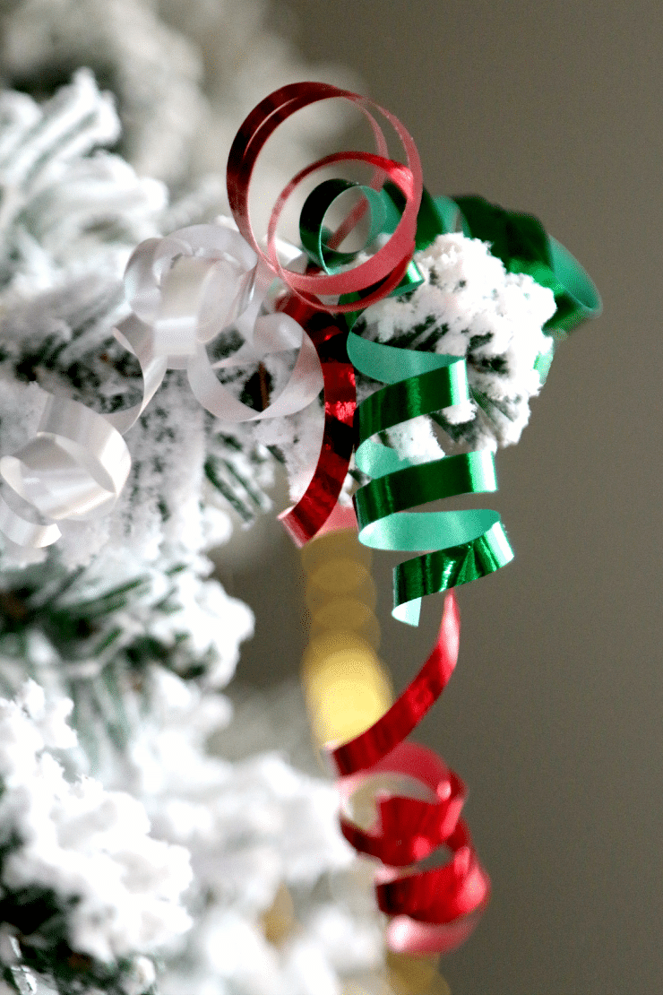 Make a perfect Christmas Ornament with a Paperclip and Curly Ribbon, Fun, Inexpensive Chrismas DIY