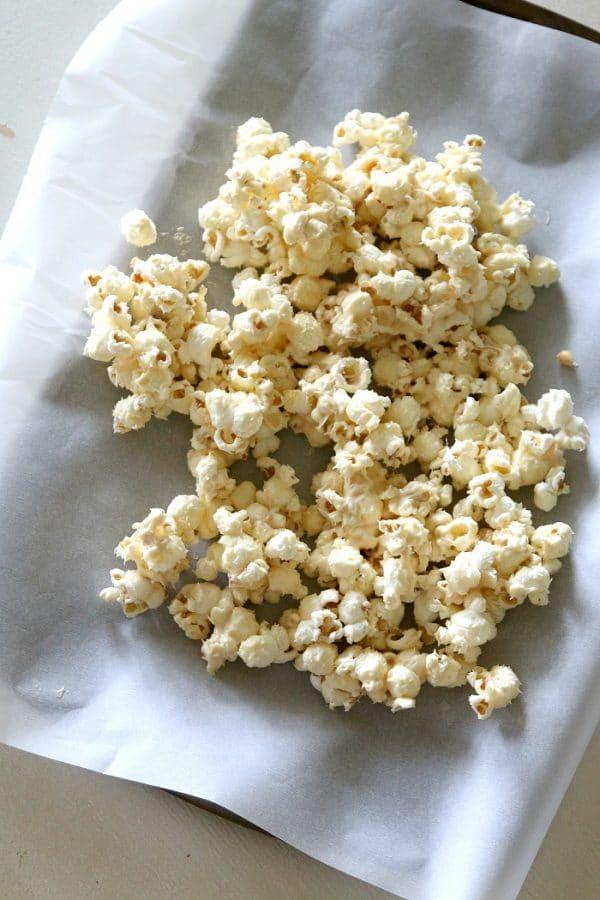 Firework Popcorn: Popcorn recipe that really POPS! (hint: poprocks!)