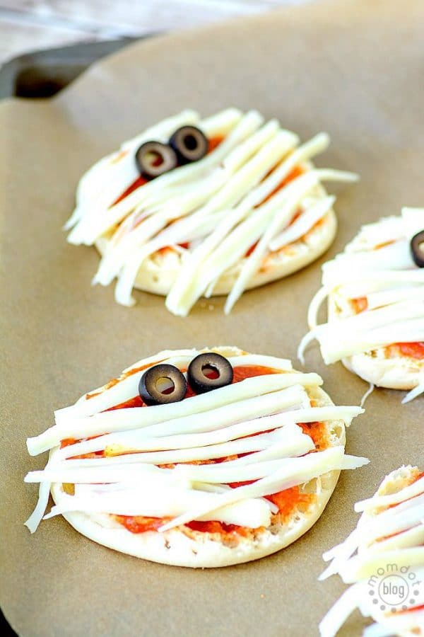 How to delight your kids with Mummy Pizza this halloween