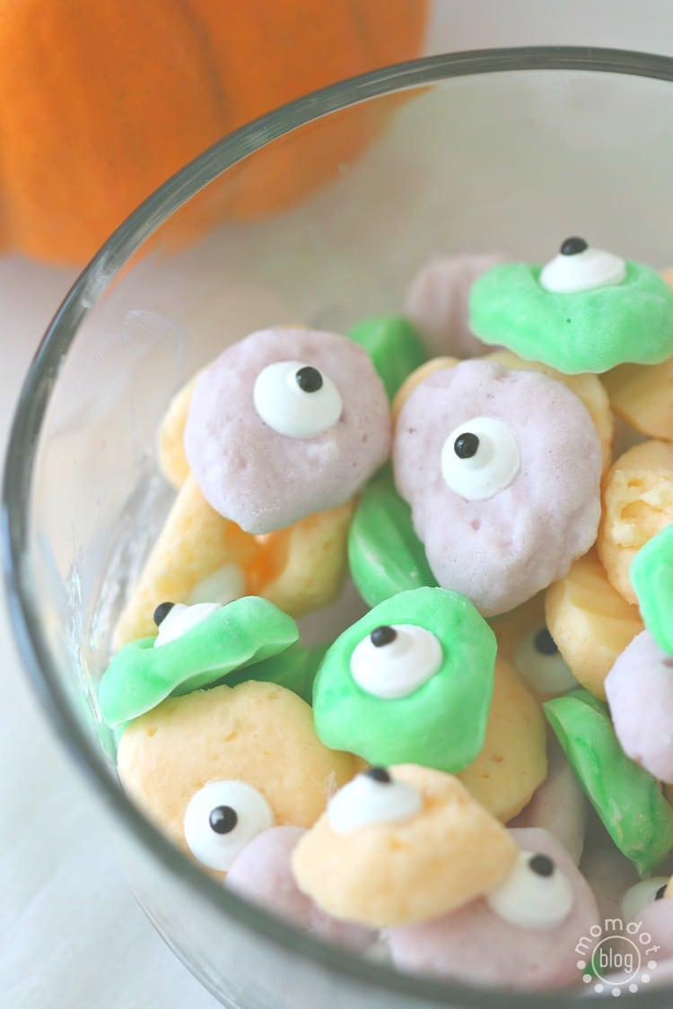 Tasty Monster Eyeballs with Yogurt, DIY that will make your kids giggle up a storm
