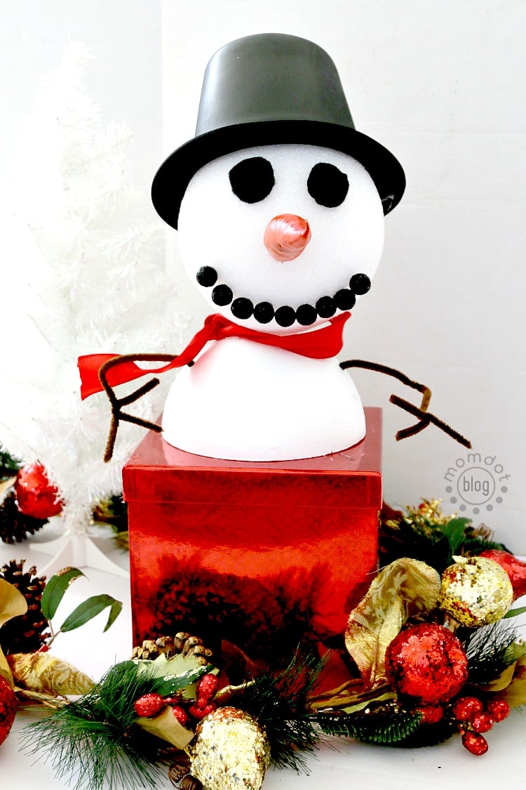 Turn a plain old box into a snowman to gift this Christmas, Delight kids with this tutorial that makes your box into a snowman