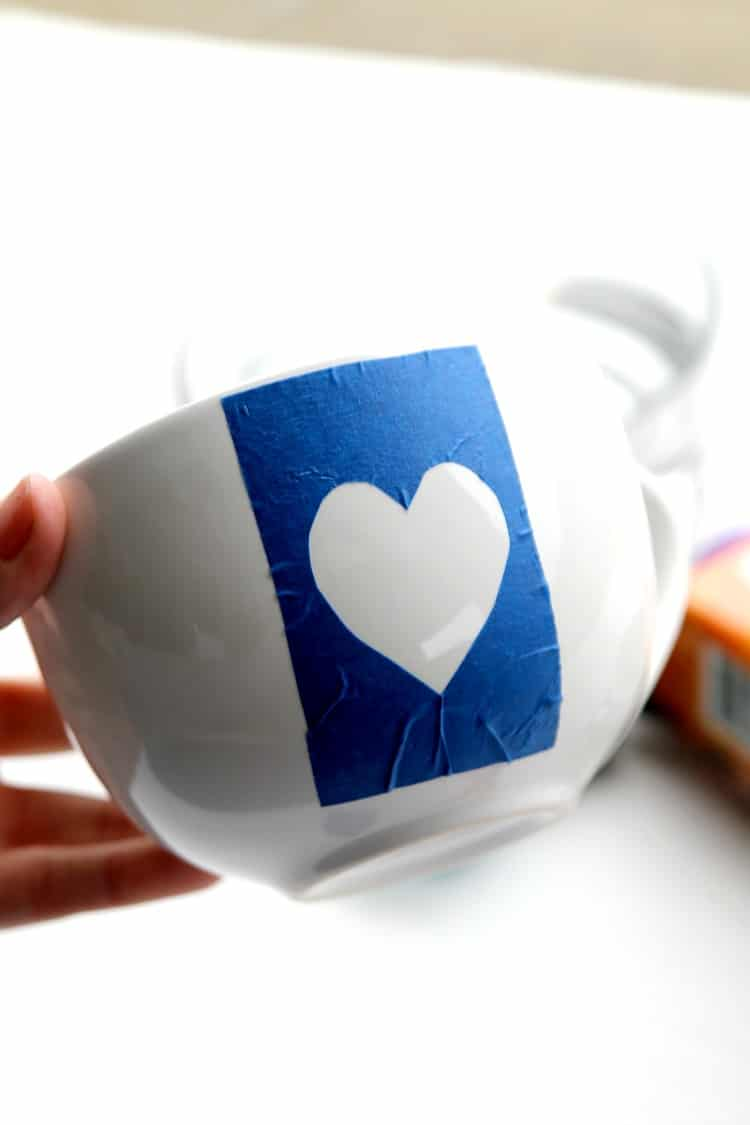 DIY Marbled Coffee Cups: Unique coffee cups to gift to a loved one this Valentines Day