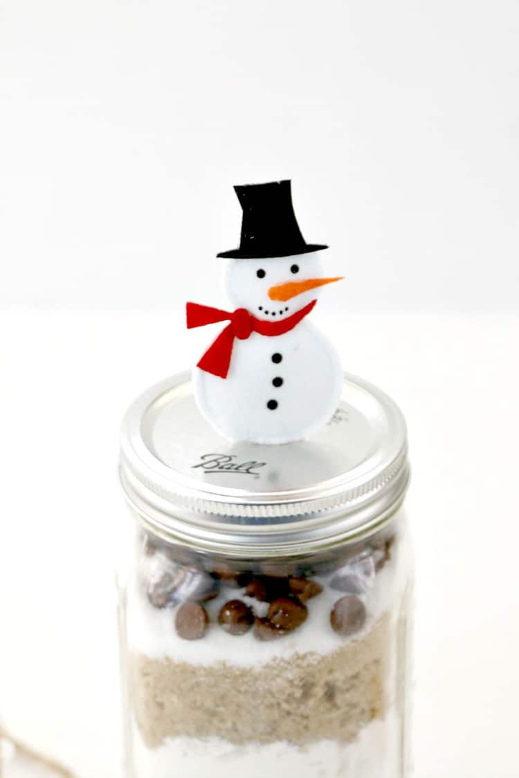 Turn your mason jar gift into a waterless snow globe that will live on and on for years to come : Christmas crafting