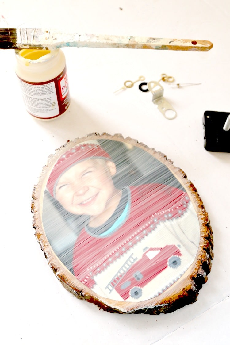 Create a clock with any picture in under an hour - simple DIY tutorial that anyone can do, perfect for personalized gifts and household decor