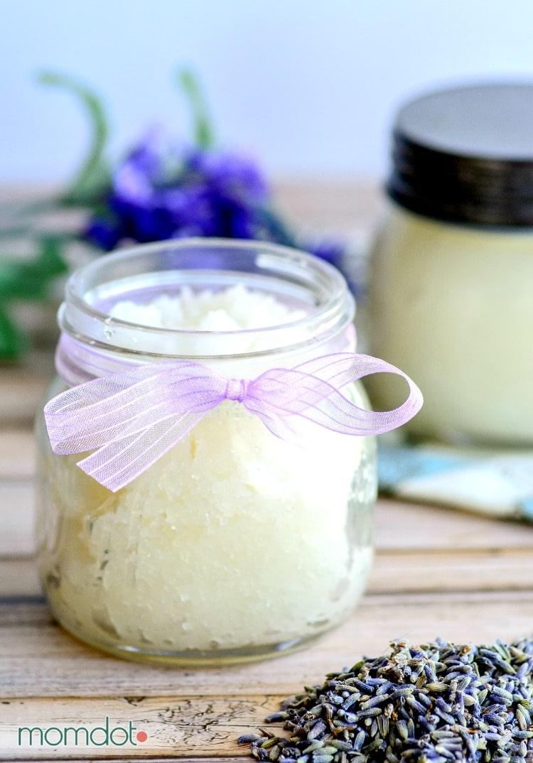 4 Lavender Sugar Scrub Recipe ideas! Basic Lavender Sugar Scrub DIY Recipe : Easy and perfect for a bathroom and gifts