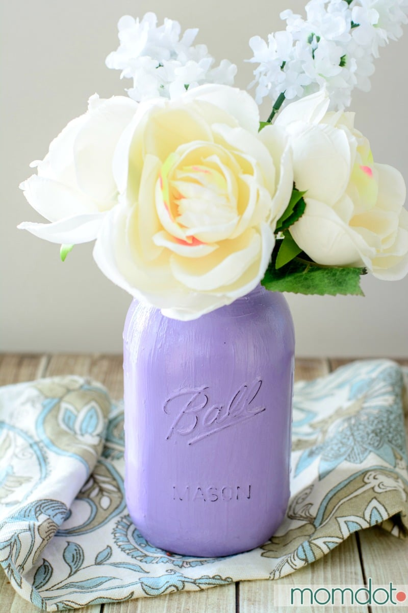 Painted Mason Jars DIY, Perfect for Mason Jar Storage, Bathroom Decor, or Kitchen upkeep. Match paint to room for a quick and beautiful Custom craft, Also great for gifting