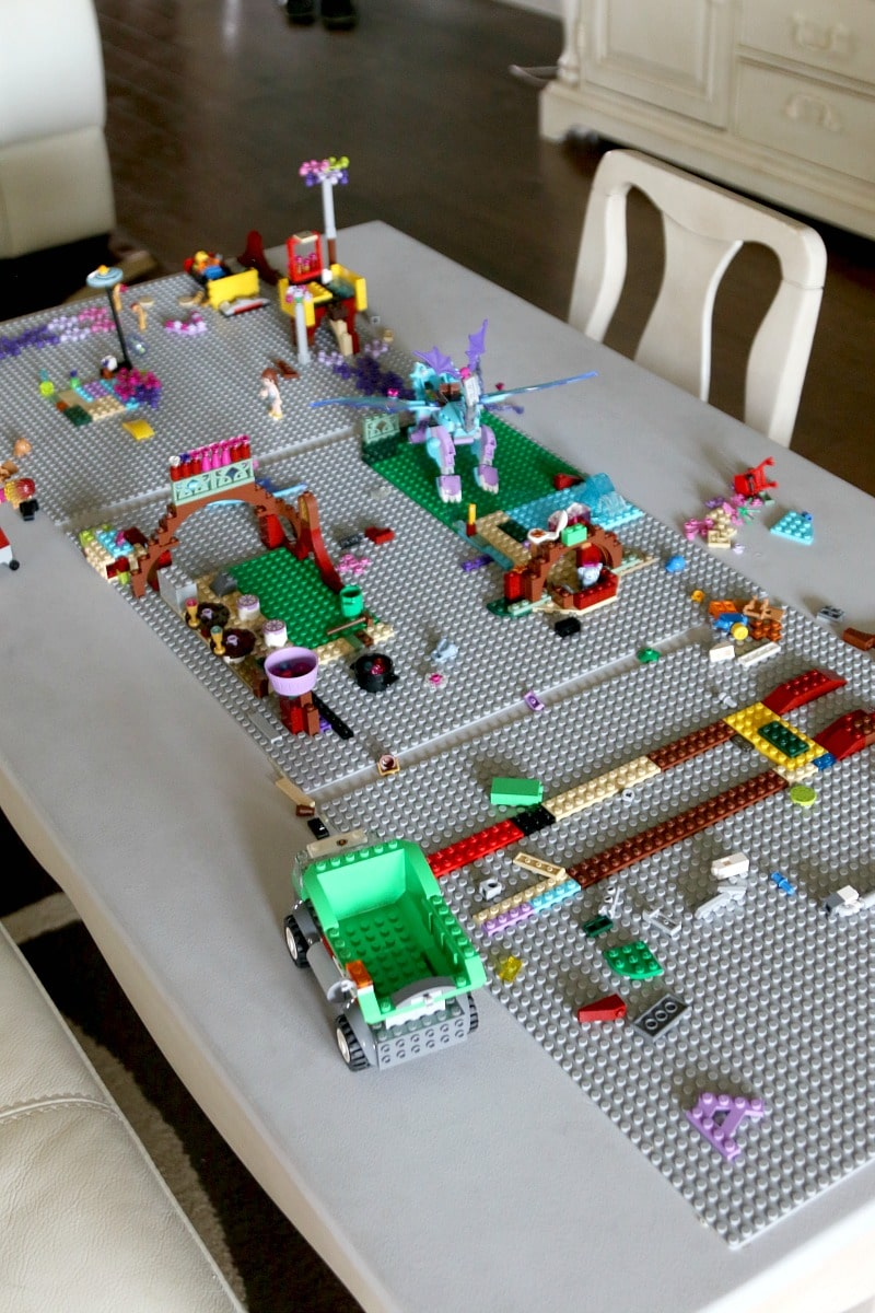 Diy lego table use today momdot for Table design lego
