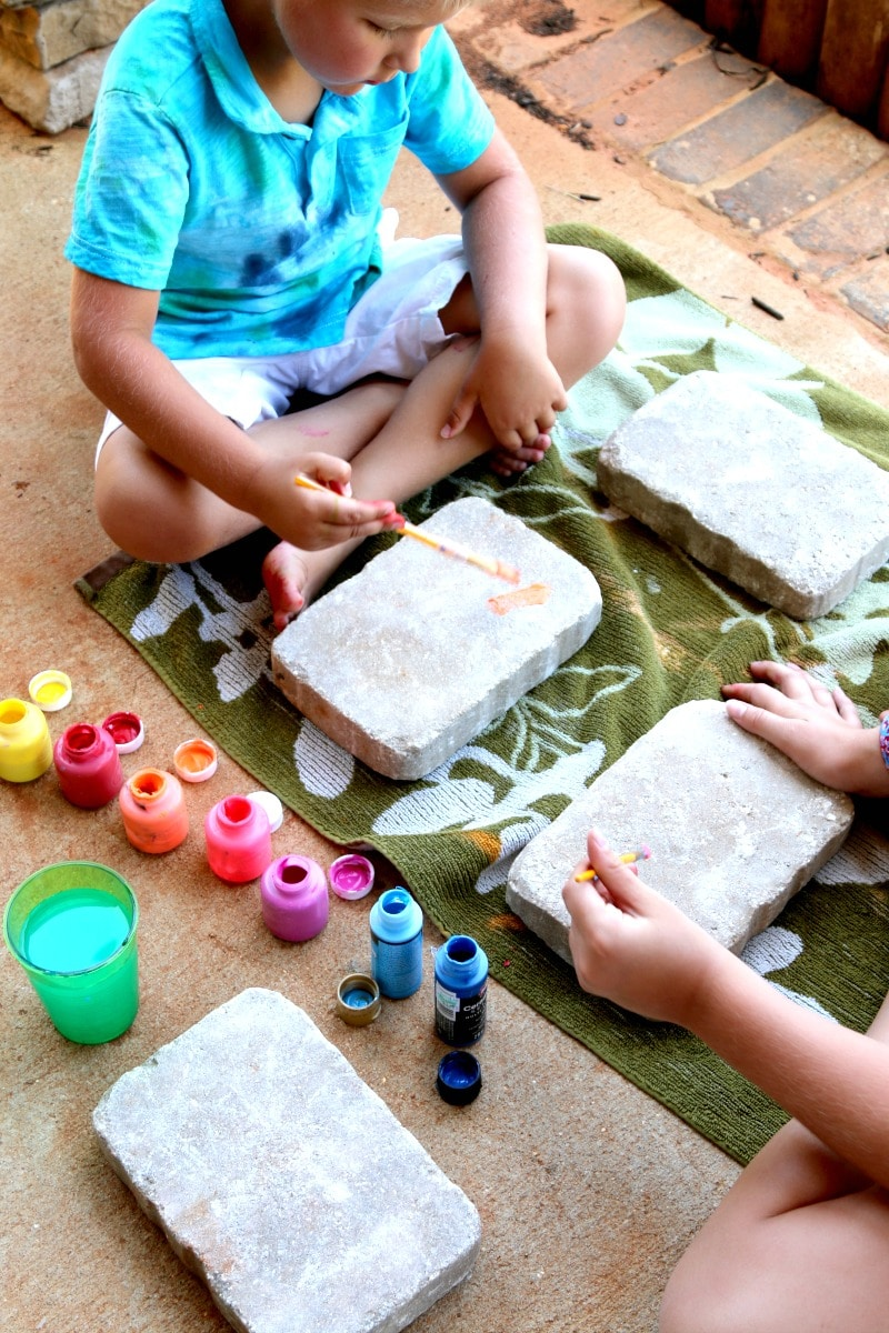 Concrete Paver Art: Make garden stones with inexpensive concrete pavers - kids love this