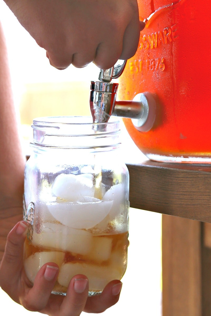 Georgia Peach Sweet Tea: Bless your heart, its the easiest tea recipe ever made! Enjoy the fresh taste of peach with the Souths Sweet Team for a perfect pairing with dinner, lunch, or a hot summer day! Get the recipe here!