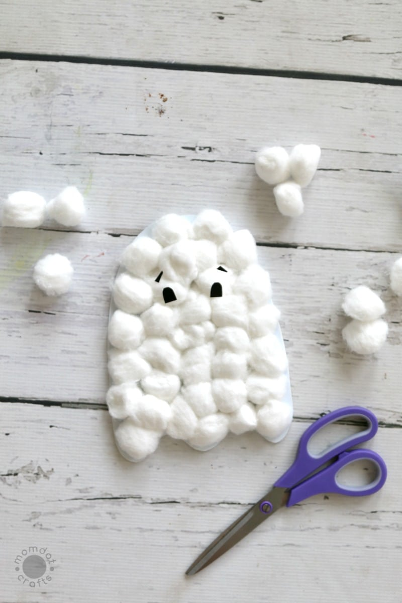 Halloween Crafts: Cotton Ball Ghosts with Free Downloadable Ghost Template (Free Printable), So fun for kids, preschoolers to make hanging ghosts!