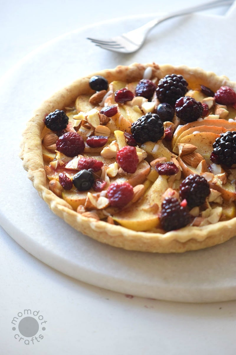 Easy Apple Berry Pie Recipe , a delicious recipe to enjoy all fall has to offer in sweet and spices