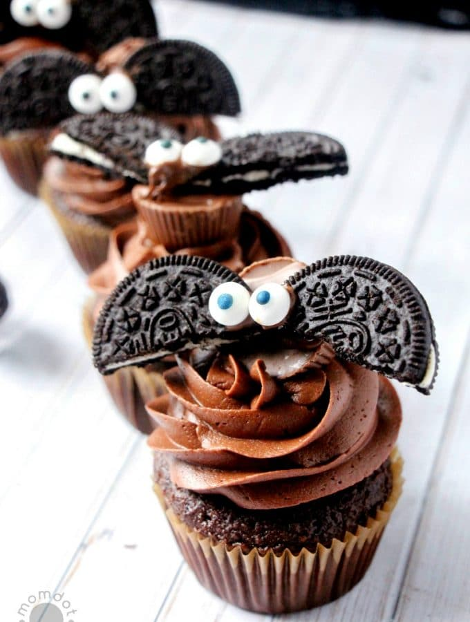 Bat Cupcakes (made with OREOs) DIY
