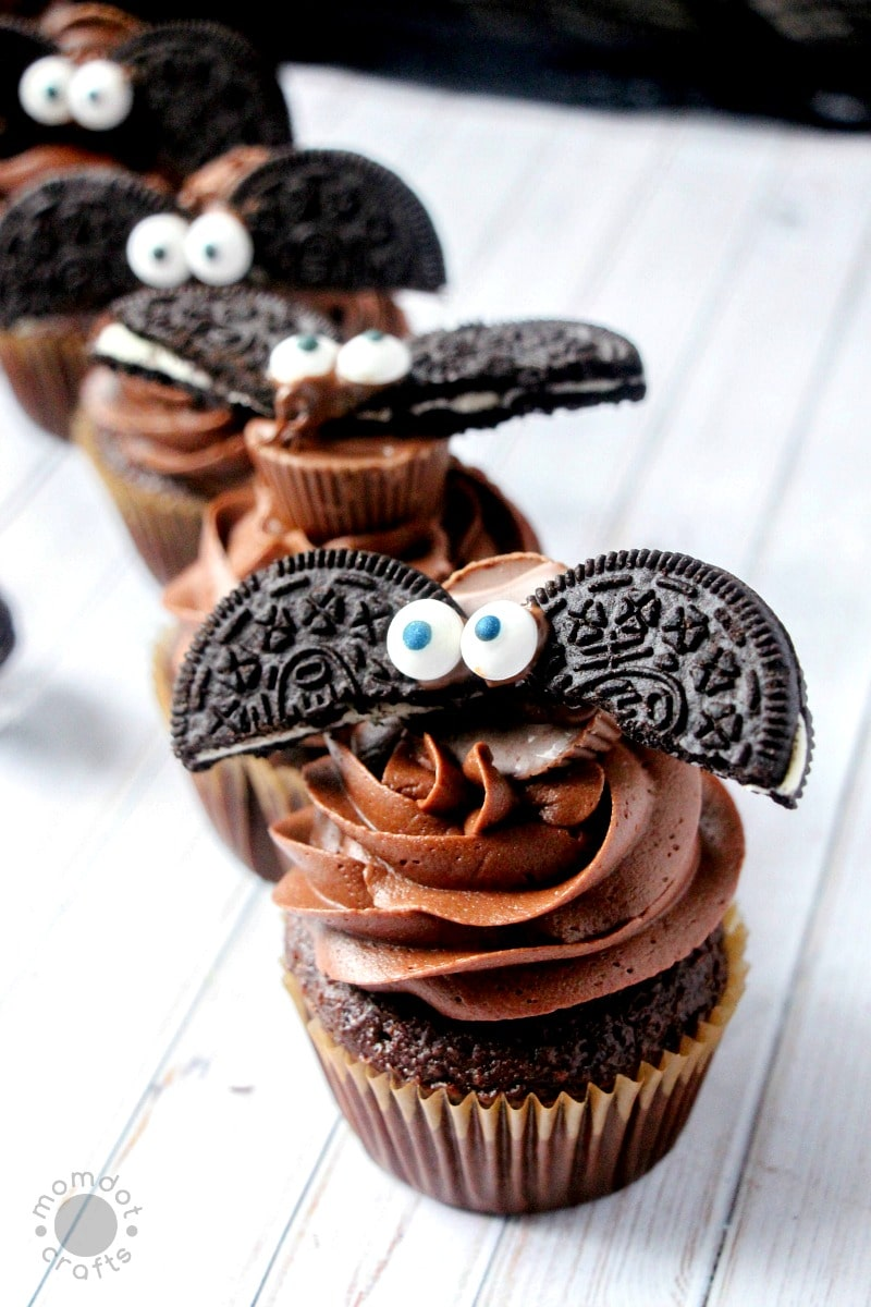 Bat Cupcakes Made With Oreos Diy