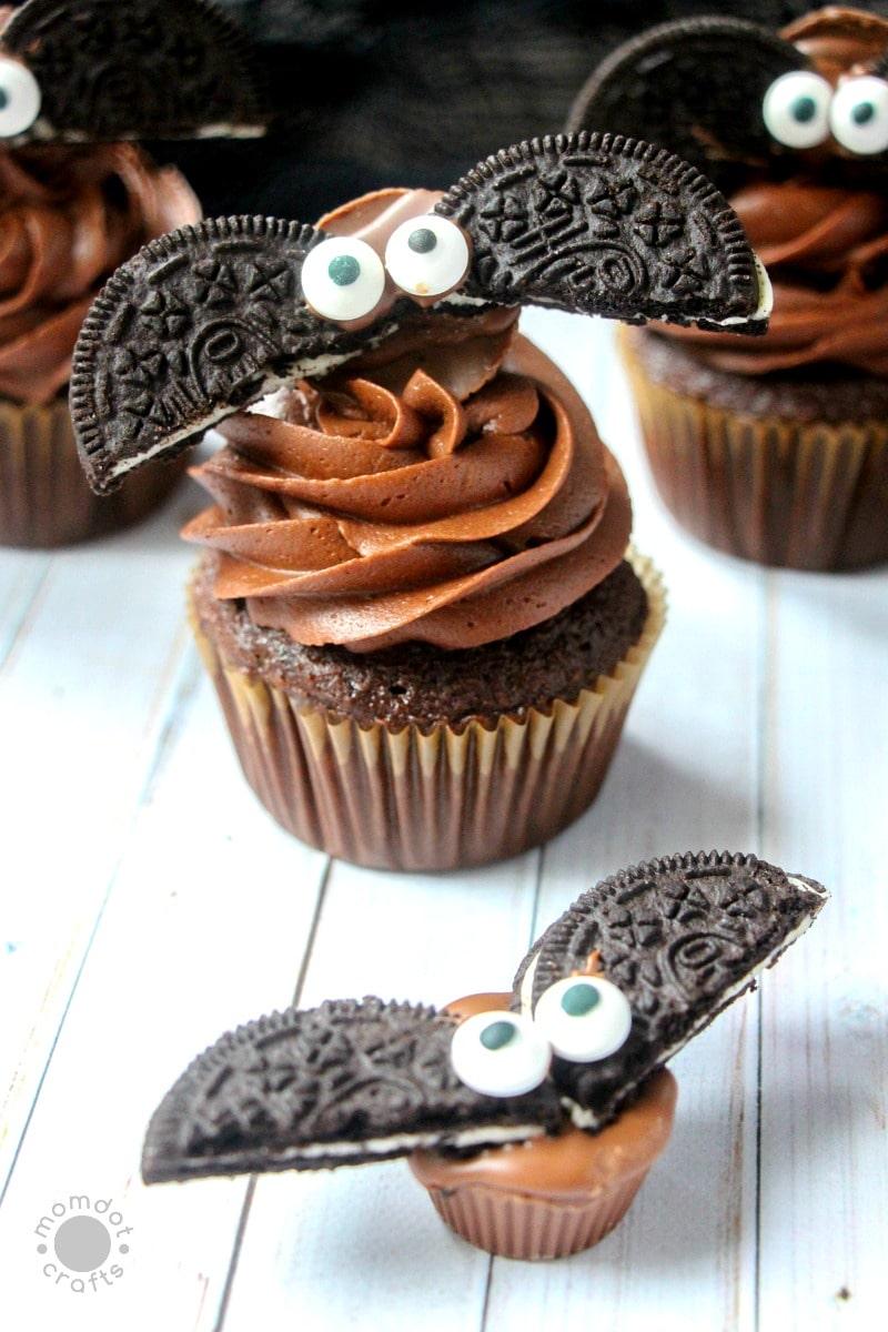 Bat Cupcakes Made With Oreos Diy