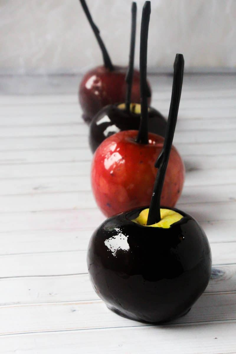 Poisoned Apples Recipe: Halloween or Snow White, poisoned apples that everyone will gobble up!