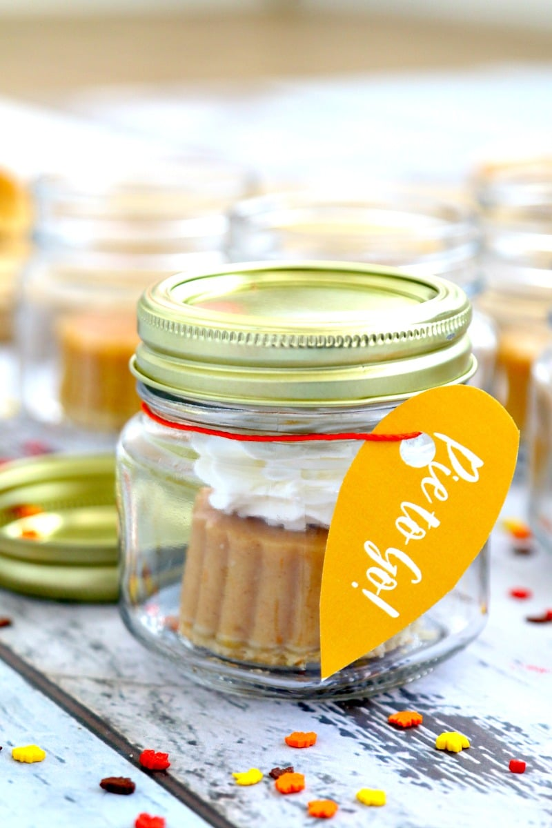 Pumpkin Pie to Go! Add pumpkin pie to mason jars and pass out to Thanksgiving Guests to go in an adorable sweet treat, here is how we did it with almost NO WORK
