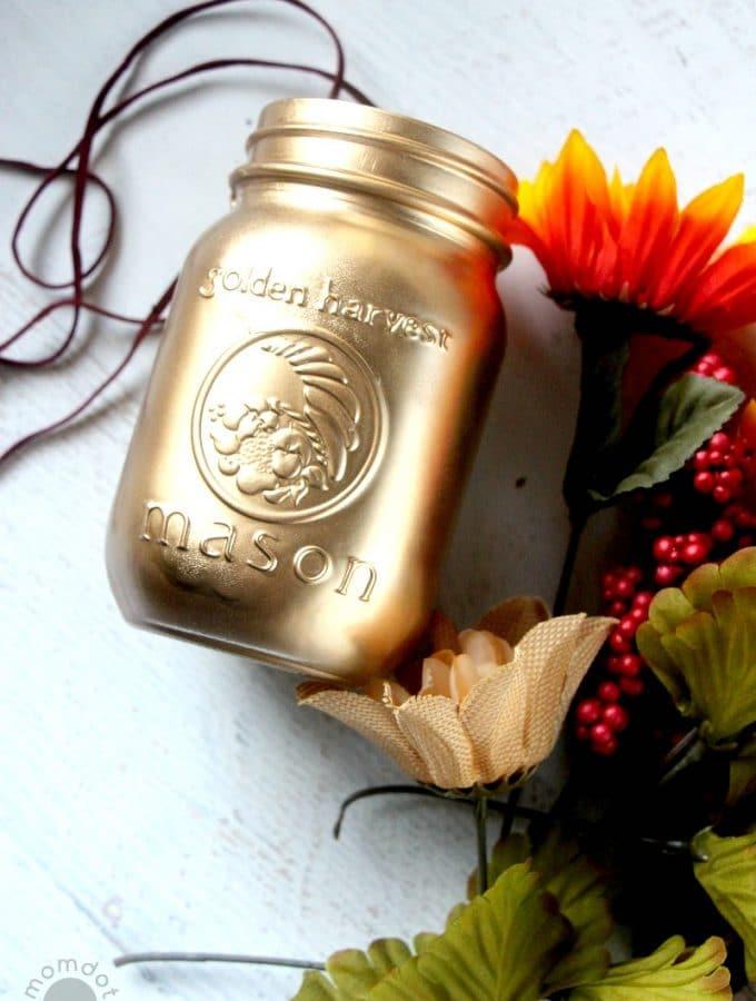Gold painted mason jars with Spray Paint (DIY)