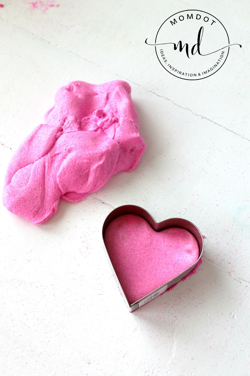 Kinetic Slime Recipe that holds shapes, Kinetic Slime DIY , a perfect slime for cookie cutters, use over and over
