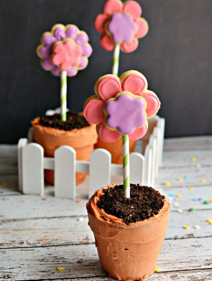 Flower Pot Cupcakes: So Cute!