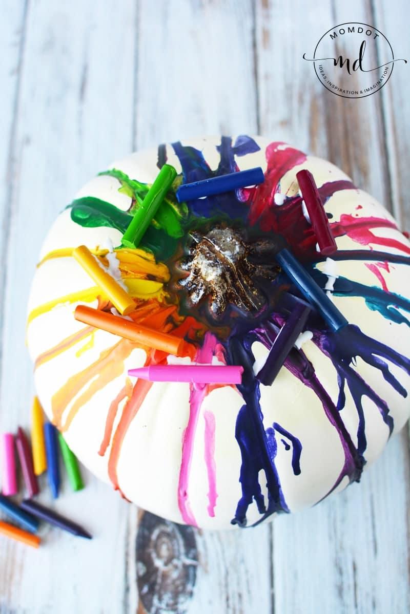 DIY tutorial Melting Crayons Pumpkin Tutorial #pumpkins #halloween2017 #halloween #crayons #kidscrafts #halloweenpumpkin #DIY #howto #tutorial