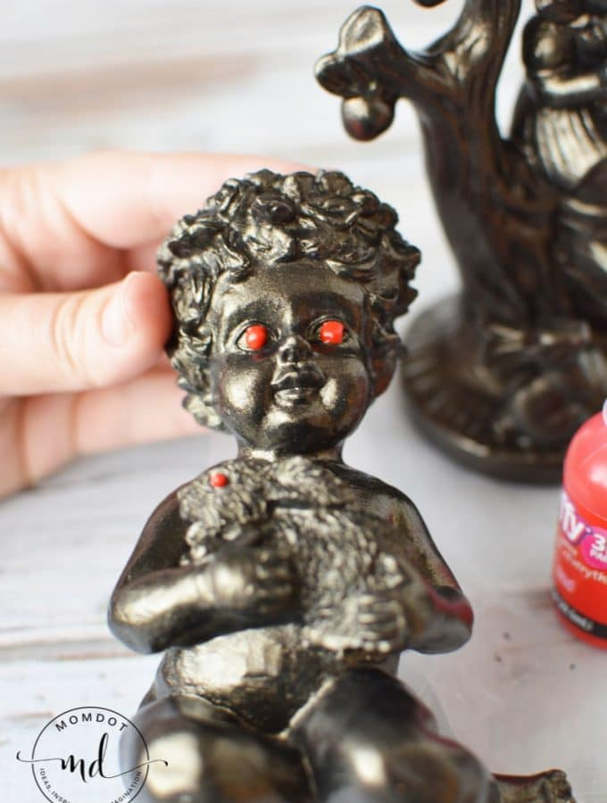 Easy to make Halloween decorations: Creepy Red Eyed Figurines