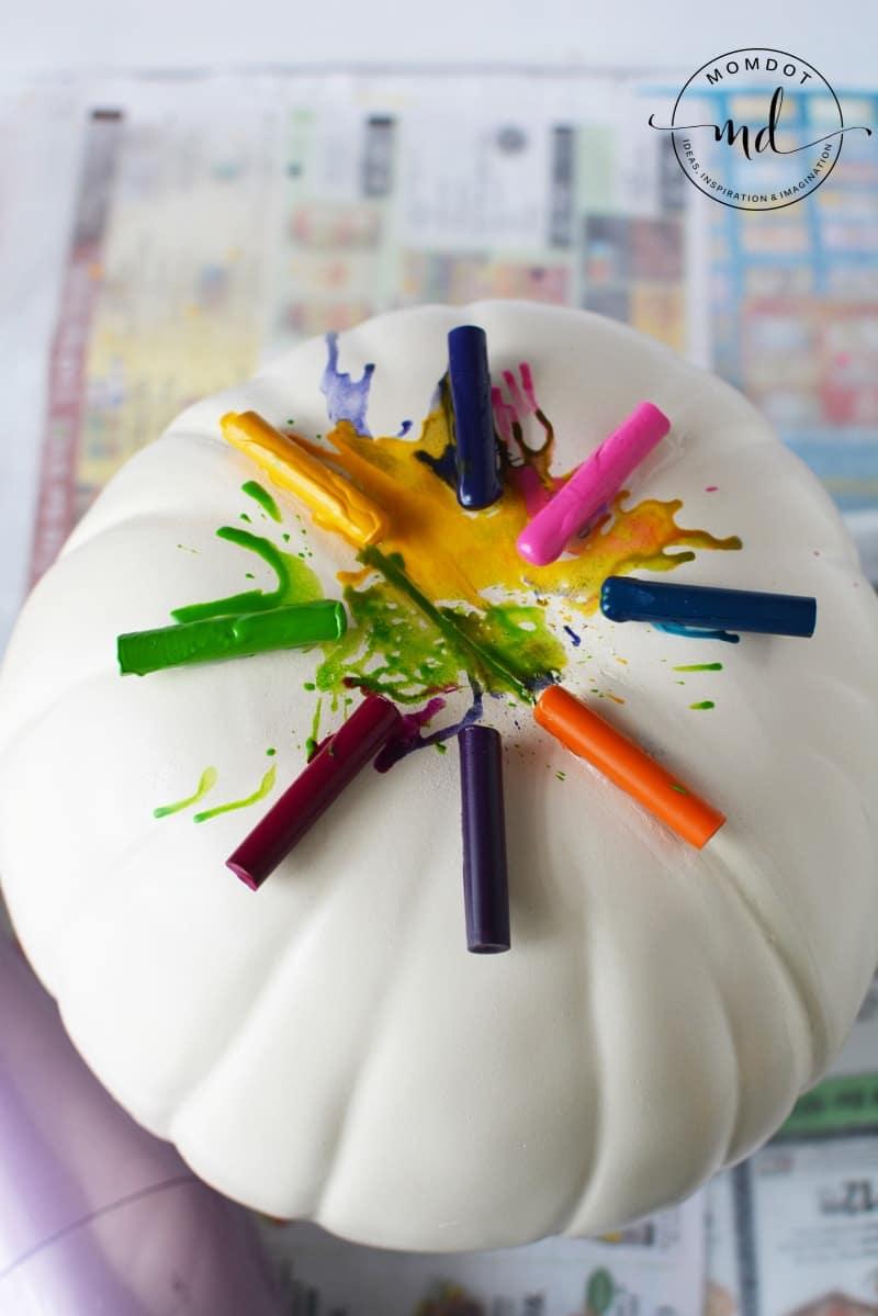 how to make Melting Crayons Pumpkin Tutorial #pumpkins #halloween2017 #halloween #crayons #kidscrafts #halloweenpumpkin #DIY #howto #tutorial