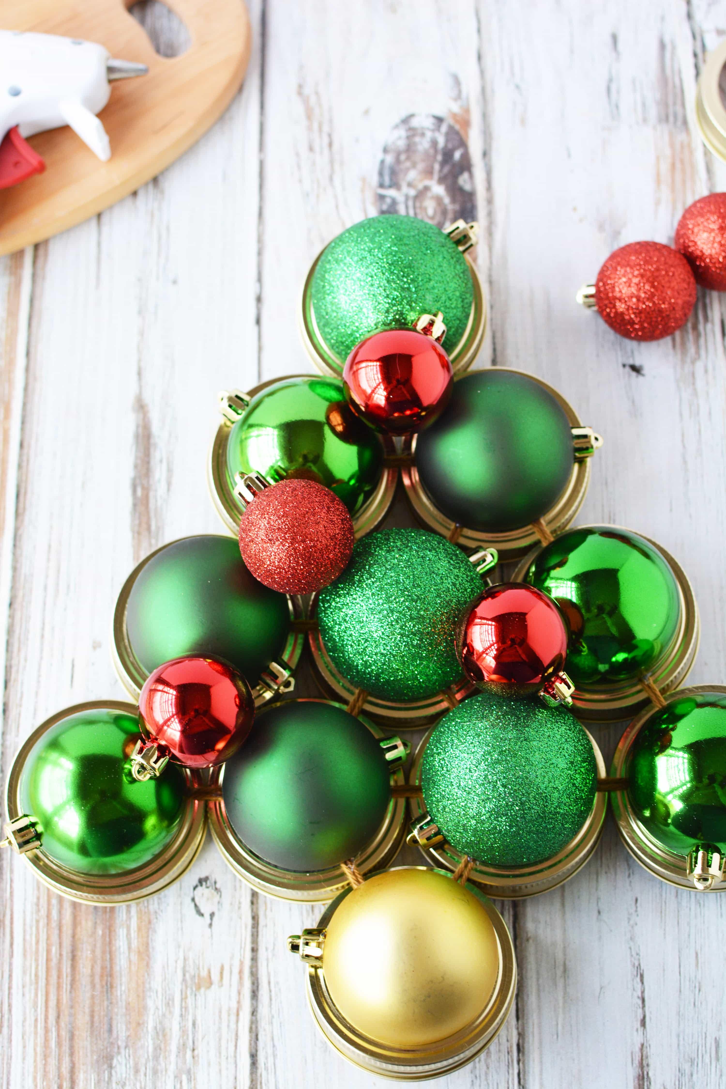 Mason Jar Crafts | Mason Jar Lid Wreath | Christmas Wreath Tutorial using Mason Jar Lids | Holiday Mason Jar Crafts